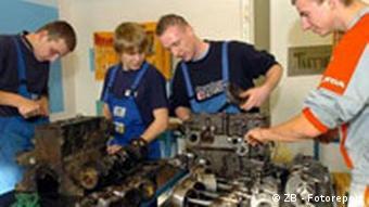 KFZ Werkstatt Ausbildung von Jugendliche