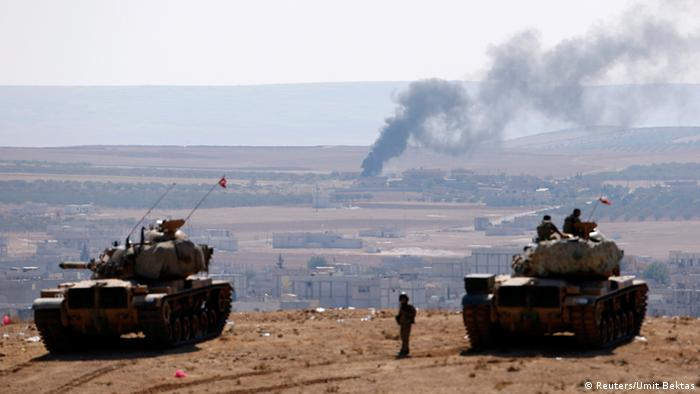 Tanks on the Turkish side of the border to Syria Photo: REUTERS/Umit Bektas