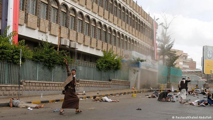 صحنهای از حمله انتحاری به تجمع حوثیها در صنعا (۹ اکتبر)