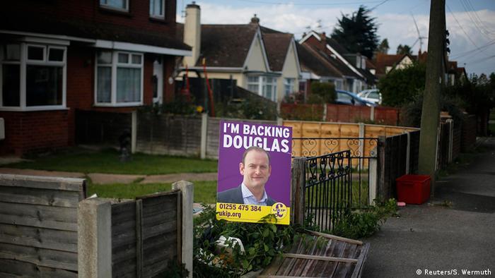 Großbritannien Nachwahlen UKIP-Kandidat Douglas Carswell gewinnt Wahlkreis Clacton (Reuters/S. Wermuth)