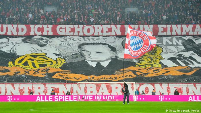 Homenagem feita a Kurt Landauer pela torcida do Bayern em seu estádio em Munique