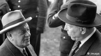 FC Bayern München Kurt Landauer und Peco Bauwens 1955