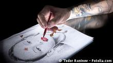 #65709092 - Drawing a portrait © Todor Rusinov
