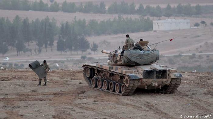 Türkische Soldaten im Grenzgebiet zu Kobane (Foto: picture alliance)