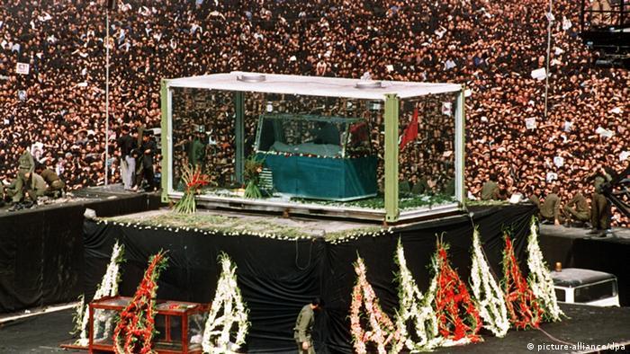 Trauerfeier für Ayatollah Khomeini