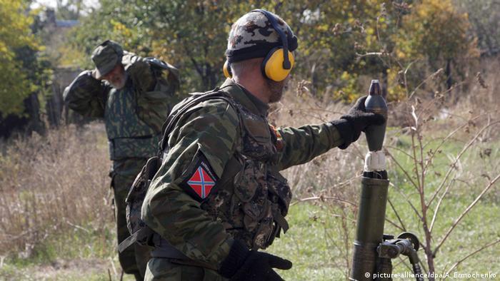 Сепаратист готовится к обстрелу аэропорта в Донецке