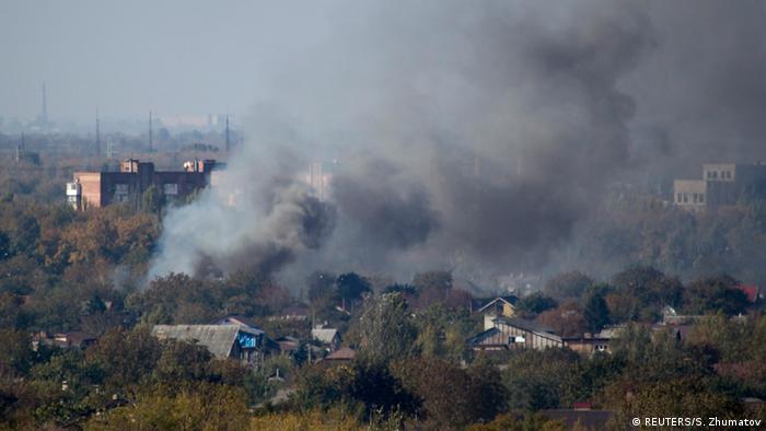 Дым от взрывов в Донецке