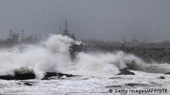 Large waves buffet the coastline ahead of Cyclone Hudhud making expected landfall in Visakhapatnam (Photo: STR/AFP/Getty Images)