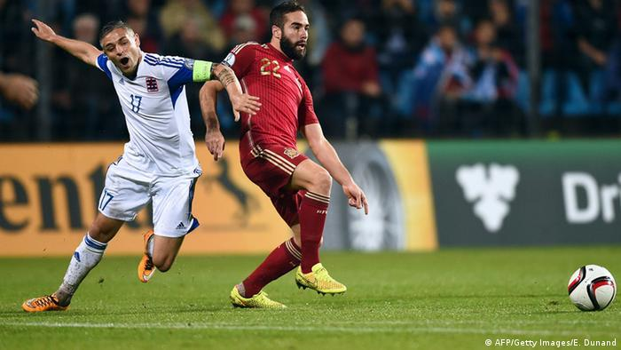 Spanien Und England Siegen Mit Muhe Fussball Dw 12 10 2014