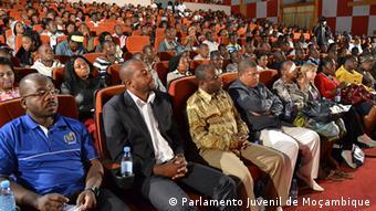 Mosambik Sitzung Jugendparlament Debatte
