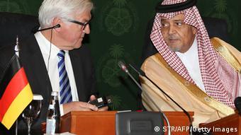 Der deutsche Außenminister Frank-Walter Steinmeier und sein saudischer Kollege Saud al-Faisal, 13.10.2014 (Foto: Getty Images / AFP)