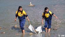 HARIDWAR OCT 12 UNI :- Volunteers of Shantikuunj Ganga Gayatri Parivar cleaning river Ganga at Har ki Pauri Haridwar on Sunday UNI PHOTO-17U; Copyright: UNI