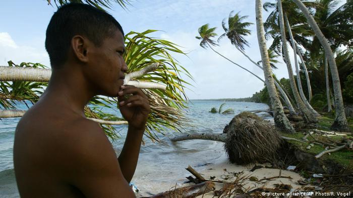 Bewohner der Marshallinseln (picture alliance/AP Photo/R. Vogel)