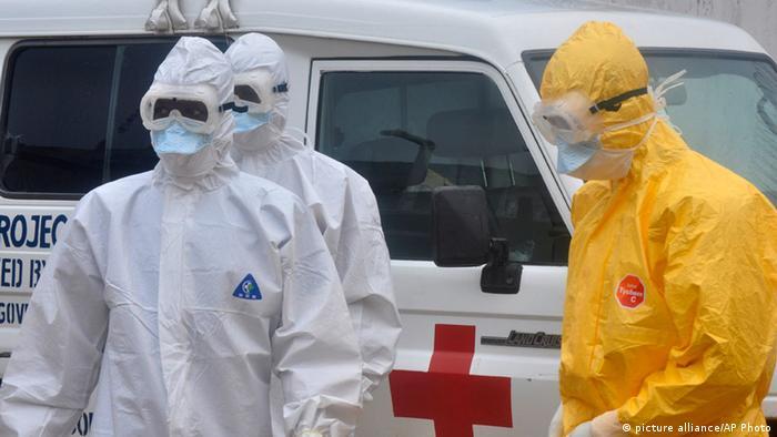 Ebola-Helfer in Liberia (Foto: AP)
