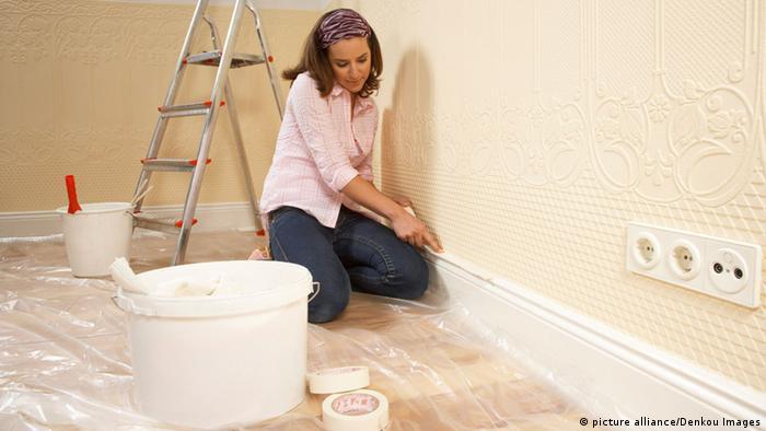 Schönheitsreparaturen Schönheitsreparaturen sind Verhandlungssache mit dem Vermieter, aber oft wird ausgemacht, dass der Mieter bei Ein- oder Auszug die Wände streicht. Vermieter können fordern, dass bunte Wände, Türen oder Heizkörper bei Auszug in neutralen Farben gestrichen werden.