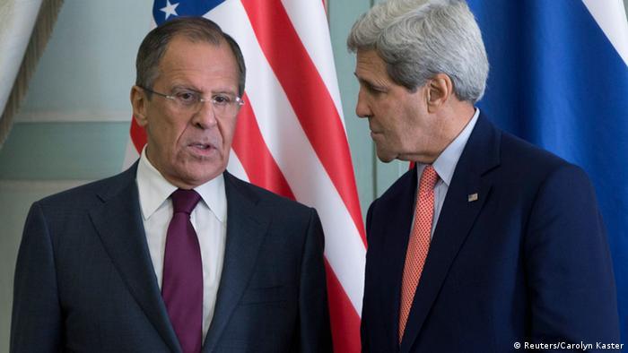 Глава МЗС Росії Сергій Лавров (л) та держсекретар США Джон Керрі (жовтень 2014 року)