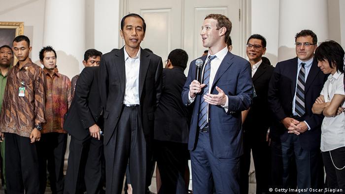 Mark Zuckerberg Facebook Indonesien Joko Widodo Jakarta 13.10. (Getty Images/ Oscar Siagian)