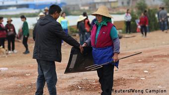China Dorfbevölkerung gegen Polizei in Yunnan Jinning