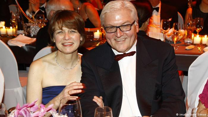 Frank-Walter Steinmeier and his wife Elke Büdenbender at the Ball des Sports 2013 (imago/Sven Simon)