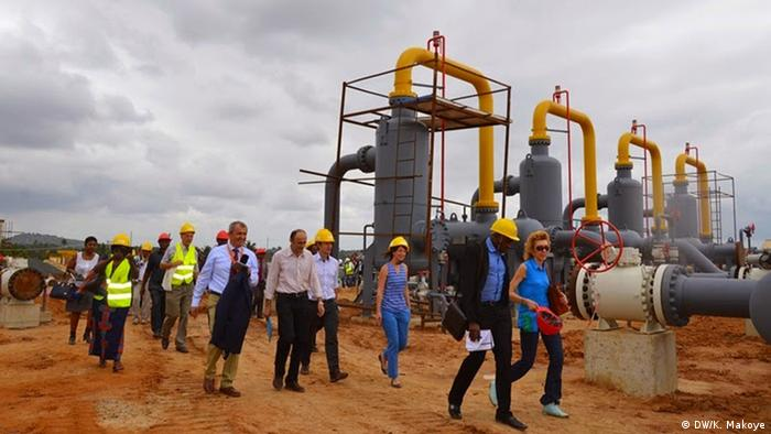 Donors visit a gas power plant