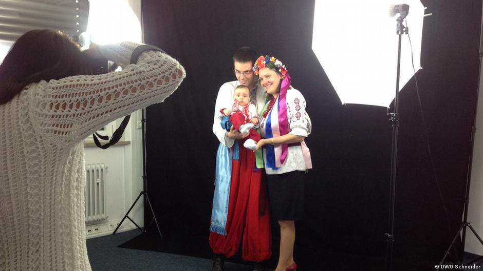 Для збору коштів для підтримки українських бійців у генконсульстві України в Мюнхені влаштували благодійну фотосесію