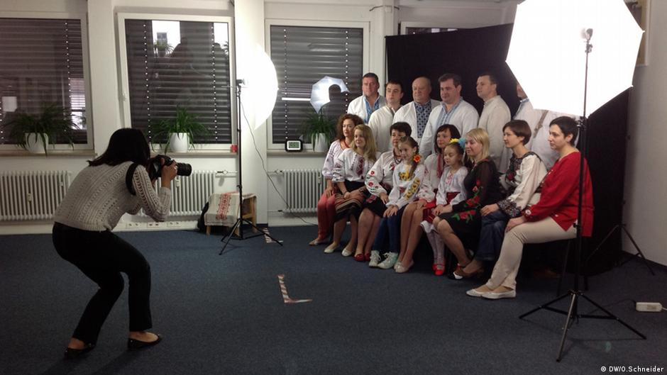 Усього фотосесію підтримали близько 40 осіб - українці або німці з українським корінням.