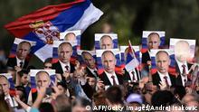 Putin in Belgrad 16.10.2014 Fans bei der Militärparade