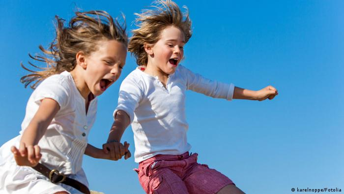 Crianças se divertem