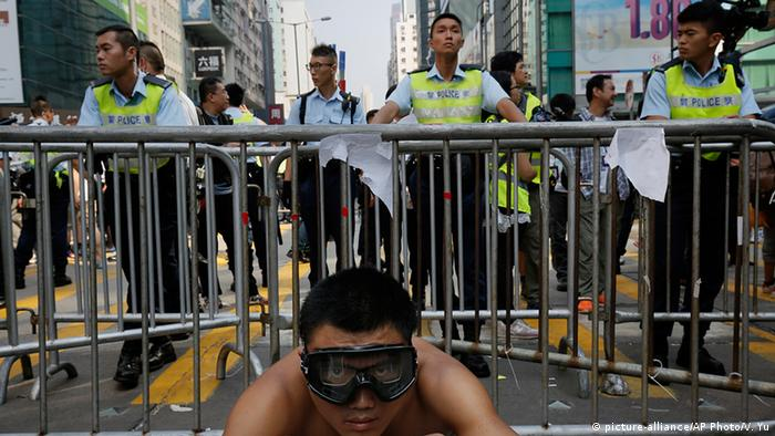 China Hongkong Proteste Demonstrant Polizisten