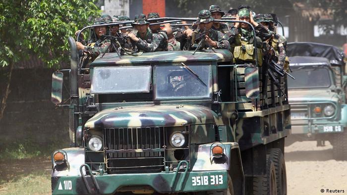 Philippinische Soldaten Suche nach deutschen Geiseln 17.10.2014 Jolo