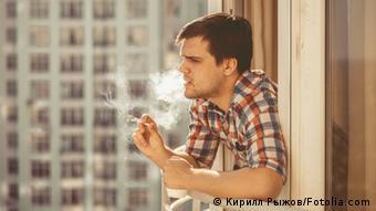 Една цигара на балкона...