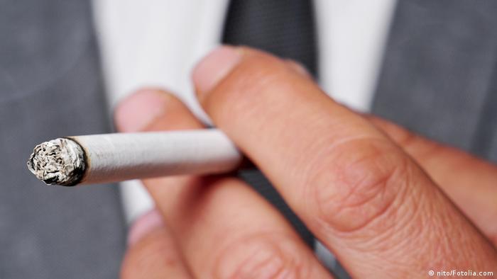 Symbolbild Zigarette Raucher