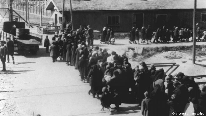 Заключенные в концлагере Освенцим (фото из архива)