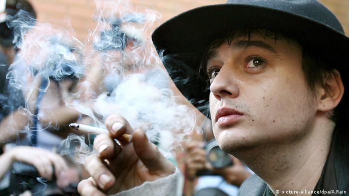 Musician Pete Doherty smoking a cigarette (Photo: EPA/ANDY RAIN)