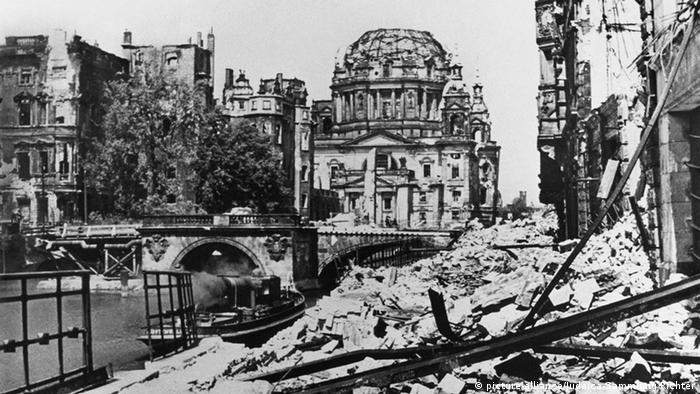 Berlin after World War II - the city was in ruins (archival photo)