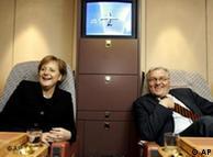 Ангела Меркель (ХДС) и Франк-Вальтер Штайнмайер (СДПГ) - успешный дебют во внешней политике