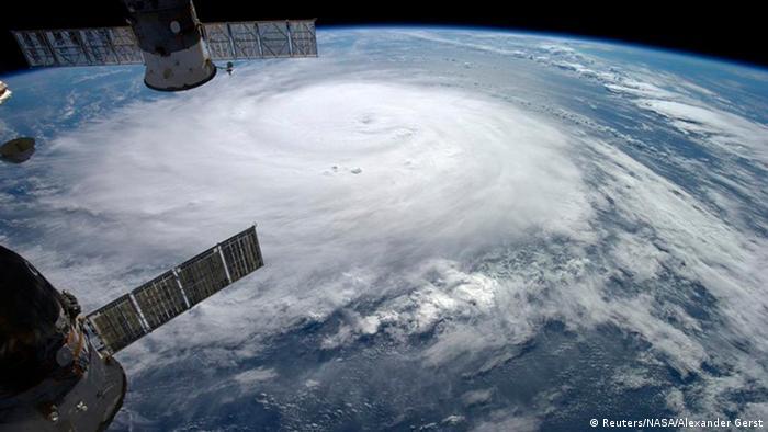 Hurrikan Gonzalo über dem Atlantischen Ozean, fotografiert aus der Internationalen Raumstation ISS (Foto: Reuters/NASA/Alexander Gerst)