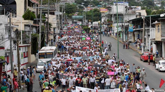 Protest in Acapulco nach Verschwinden von Studenten. Foto: REUTERS/Henry Romero