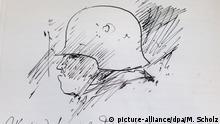 Ein Selbstbildnis des Schriftstellers Günter Grass als Soldat, das dieser in sein erstes Manuskript von «Beim Häuten der Zwiebel» gezeichnet hat, ist am 17.10.2014 in Lübeck zu sehen. Ab dem 20.10.2014 ist das neue Ausstellungsmodul «Grass als Soldat» in der Dauerausstellung des Grass-Hauses zu sehen. Foto: Markus Scholz/dpa