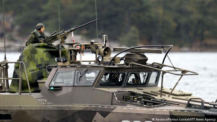 Шведские военные патрулируют морскую территорию