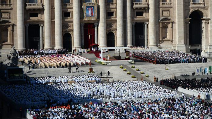 Papst Franziskus Messe Petersplatz Seligsprechung Paul VI 19.10.2014