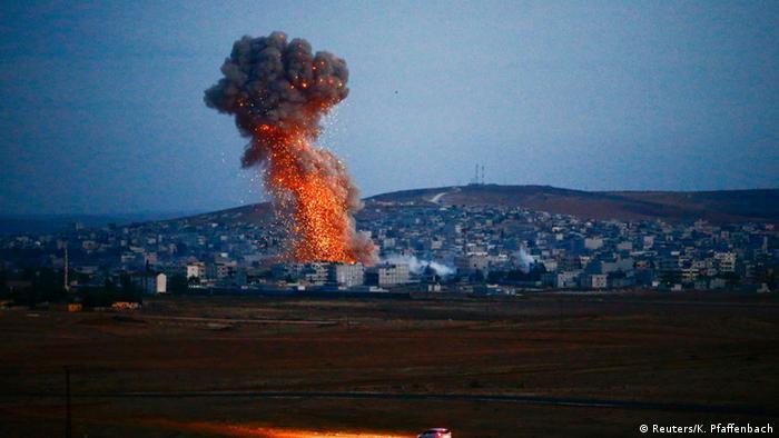 EUA enviam armas pelo ar a combatentes curdos em Kobane