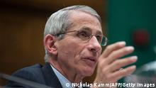 Bildunterschrift:Anthony Fauci, director of the National Institute of Allergy and Infectious Disease, testifies before a House Energy and Commerce Committee Oversight and Investigations Subcommittee hearing on 'Examining the US Public Health Response to the Ebola Outbreak' on Capitol Hill in Washington,DC on October 16, 2014. AFP PHOTO/Nicholas KAMM (Photo credit should read NICHOLAS KAMM/AFP/Getty Images)