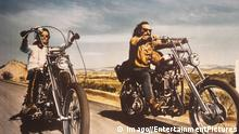 Bildnummer: 55233927 Datum: 26.06.1969 Copyright: imago/EntertainmentPictures 1969 - Easy Rider - Movie Set PICTURED: PETER FONDA as Wyatt and DENNIS HOPPER as Billy. RELEASE DATE: June 26, 1969. MOVIE TITLE: Easy Rider. STUDIO: Columbia Pictures. PLOT: Two counterculture bikers travel from Los Angeles to New Orleans in search of America. !ACHTUNG NUTZUNG NUR BEI FILMTITEL-NENNUNG! PUBLICATIONxINxGERxONLY People Entertainment Film kbdig 1969 quer Bildnummer 55233927 Date 26 06 1969 Copyright Imago EntertainmentPictures 1969 Easy Rider Movie Set Pictured Peter Fonda As Wyatt and Dennis Hopper As Billy Release Date June 26 1969 Movie Title Easy Rider Studio Columbia Pictures Plot Two counterculture Bikers Travel from Los Angeles to New Orleans in Search of America Regard Use only at FILMTITEL ANSWER PUBLICATIONxINxGERxONLY Celebrities Entertainment Film Kbdig 1969 horizontal