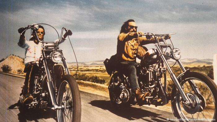 film still Easy Rider , two men on their bikes (Imago//EntertainmentPictures)