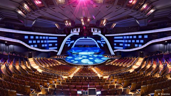 Большой зрительный зал театра Фридрихштадтпаласт
