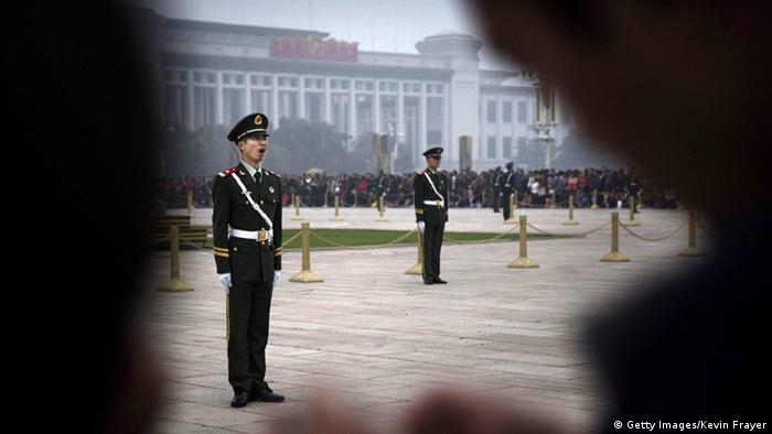 Stehen stramm für den Parteitag - chinesische Paramilitärs