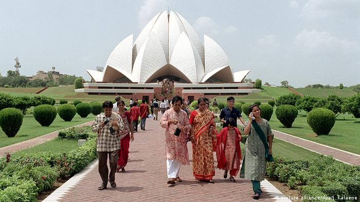 Indien Lotus Tempel der Bahai in New Delhi (picture-alliance/dpa/J. Kalaene)