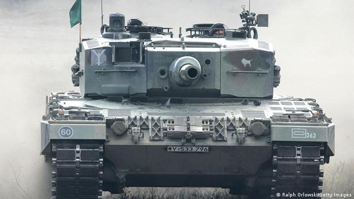 Symbolbild Waffenexporte Deutschland Panzer (Ralph Orlowski/Getty Images)