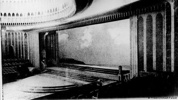 Большая сцена театра Фридрихштадтпаласт в 1919 году